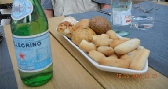 Maio Restaurant : bread plate