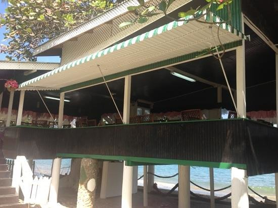 Jemma's Seaview Kitchen: dining next to the beach
