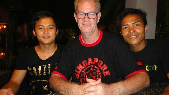 Rambutan Resort - Siem Reap: friendly staff behind the bar