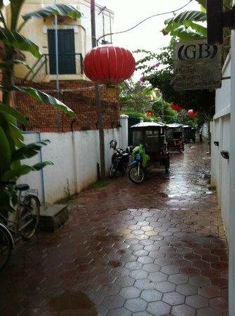Rambutan Resort - Siem Reap: outside resort & always find a tuk tuk