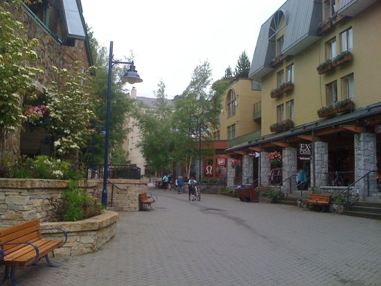 Crystal Lodge Hotel: main st