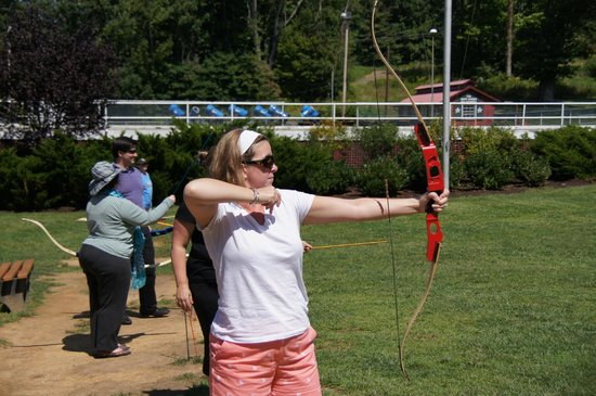 The Omni Homestead Resort: ARchery lessons at the Mountain Lodge
