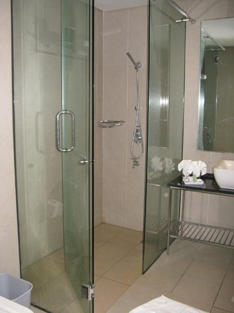 Belum Rainforest Resort: ROOM 122 BATHROOM