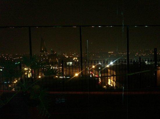 Hotel Fénix : terraza del hotel noche mexicana con vista panoramica