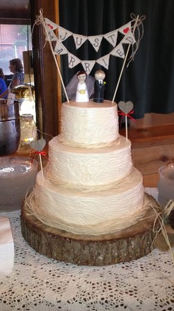 Mountain Top Inn: Wedding Cake