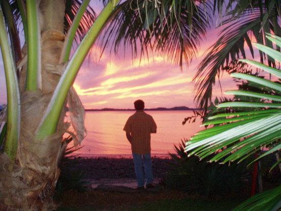Beachfront Bed & Breakfast: WATCH THE SUN SET