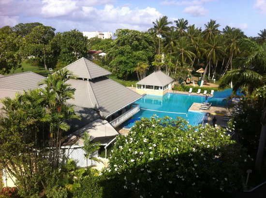 Divi Southwinds Beach Resort: Pool view from balcony room 524