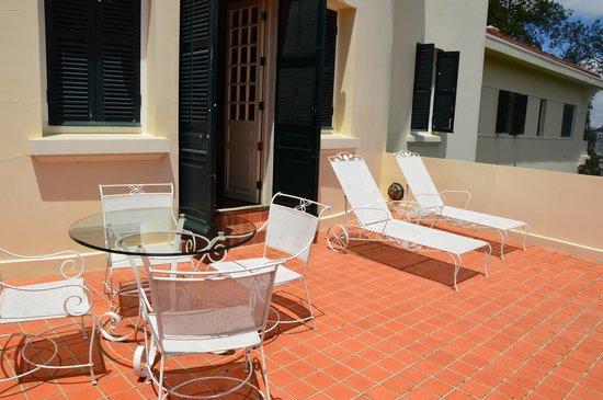 Dalat Palace Heritage Hotel: El balcón, muy amplio por cierto.