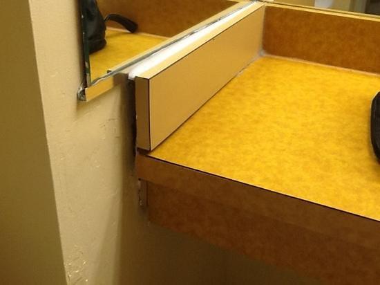 Days Inn Manassas/I-66: bathroom counter
