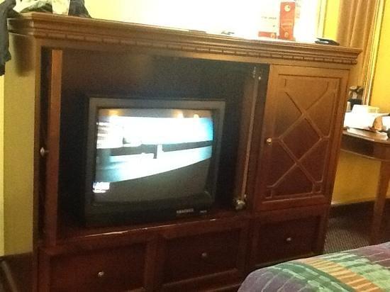 Days Inn by Wyndham Manassas Battlefield: TV