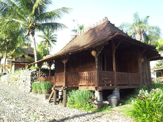 Padi City Resort: a local wooden house