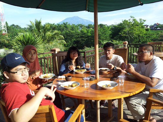 Padi City Resort: family breakfast