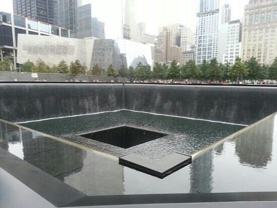 National September 11 Memorial und Museum: waterfall of life
