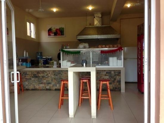 Puerto Aventuras Grill: clean, cosy kitchen