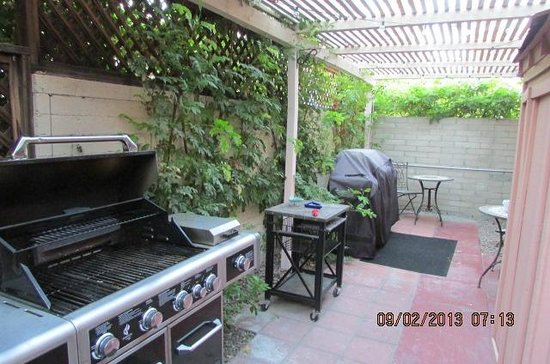 Hotel California : BBQs for guest use