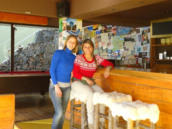 Moving Hostel Travel Bar: En el bar con Julia, su propietaria