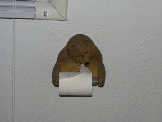 Superior Motel & Suites: Toilet Paper Holder - Bear Motif