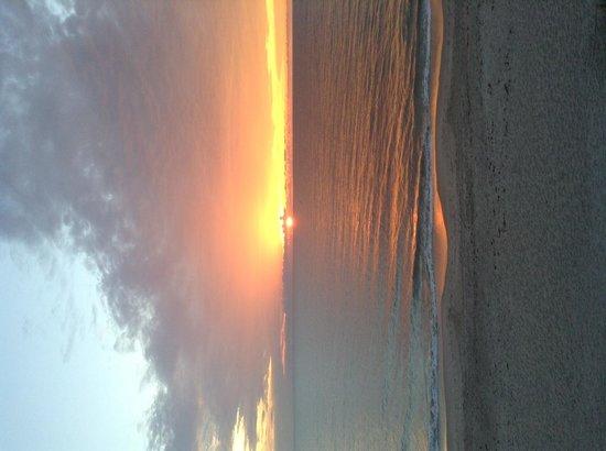 Costa d'Este Beach Resort & Spa: Sunrise in the Morning