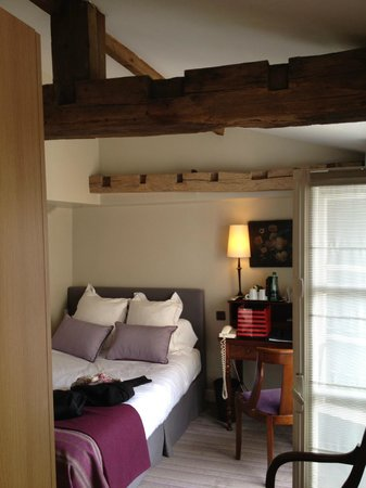Hotel d'Orsay - Paris: charming attic room
