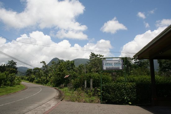 Arenal Green Hotel: volcan chato and arenal in clouds