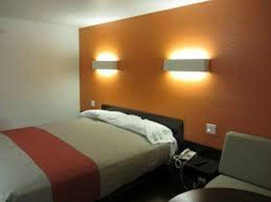 Motel 6 Brandon MB: room