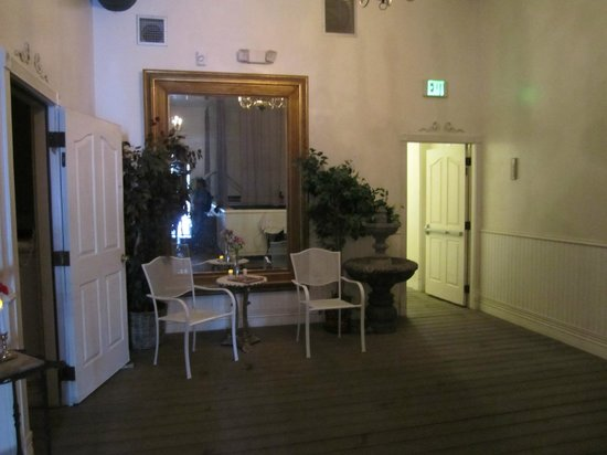 Overlook Hot Springs Spa: Great decor