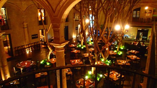 Hotel Downtown Mexico: Restaurant downstairs