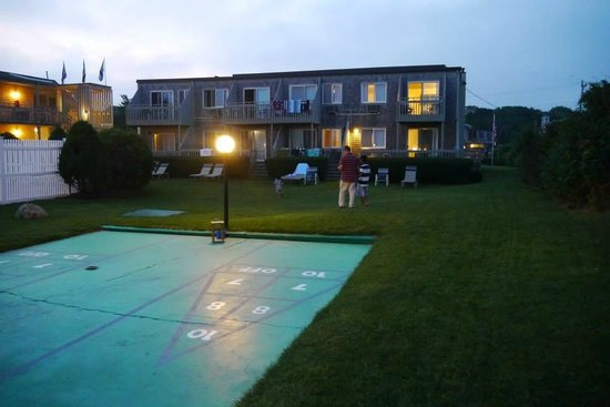 Surfcomber on the Ocean: Shuffle board on hotel grounds!