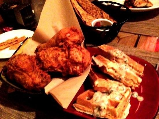 Shades Restaurant : fried chickens and waffles