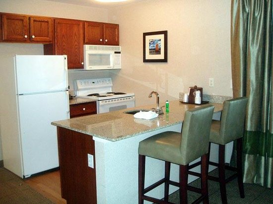 Comfort Inn & Suites South Burlington: Kitchen