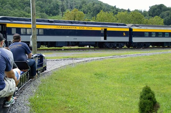 C & O Railway Heritage Center: Mini train ride