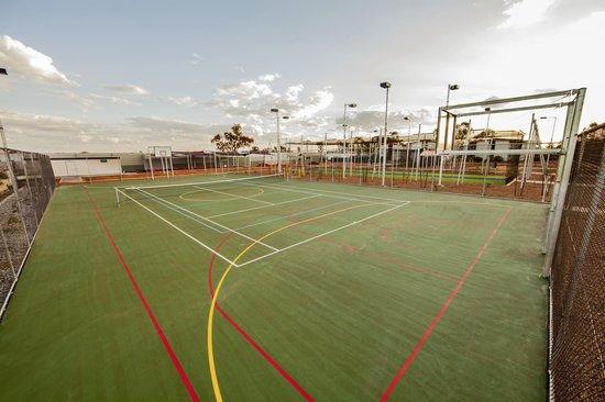 Capricorn Village: Basketball / Tennis Courts