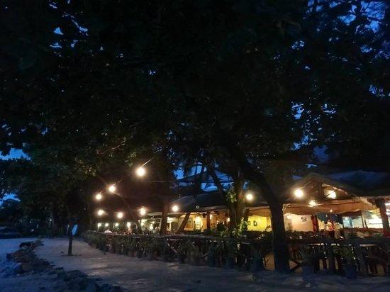 Camayan Beach Resort and Hotel : restraunt