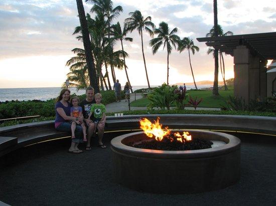 Sheraton Kauai Resort: Fire circle near ocean at sunset