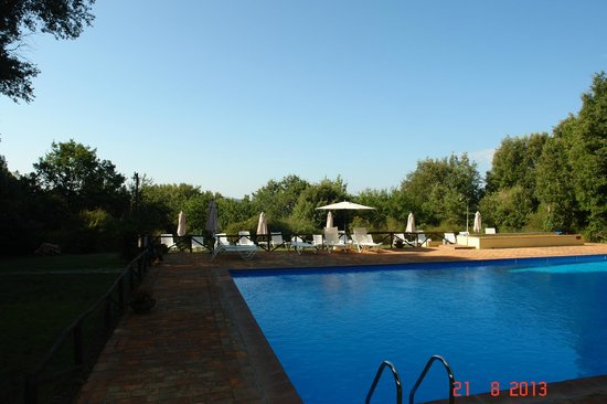 Borgo Pretale: A piscina fica longe dos quartos para não ter barulho.