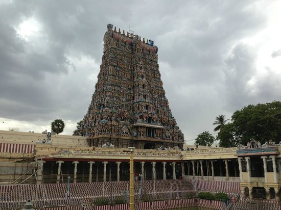 Fortune Pandiyan Hotel: Temple View