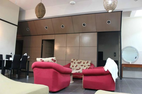 Golden Leaf Hotel : Sofa set and dining table
