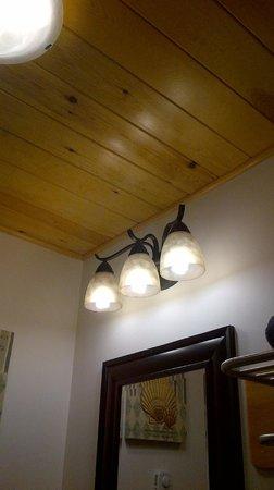 Clipper Shipp Beach Motel : Gorgeous ceiling