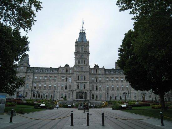 Hotel Acadia: Parliament Buildings