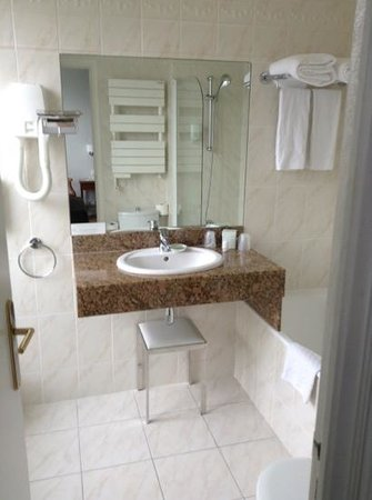 Hotel Régence Etoile: Bathroom super clean.