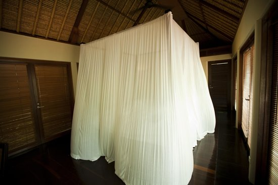 Kayumanis Nusa Dua Private Villa & Spa: Canopy Bed