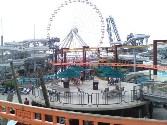 Morey's Piers and Beachfront Water Parks : Sun deck area
