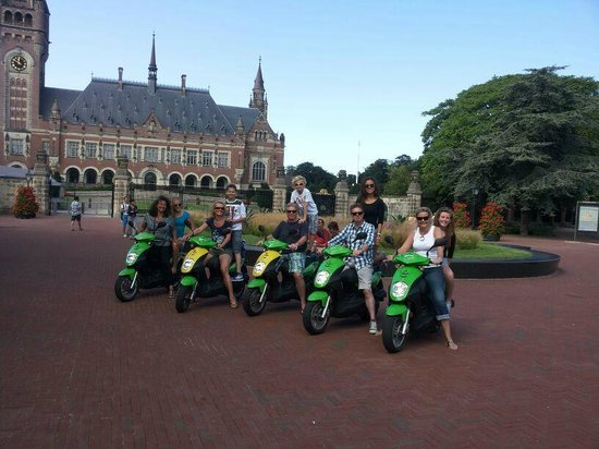 """Scoottours: In front of the """"Vredespaleis"""""""
