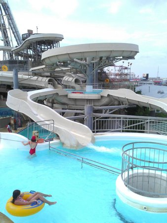 Morey's Piers and Beachfront Water Parks : One of the water slides