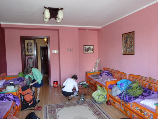 Lotus Guesthouse: Traditional furniture in the 4-bed room