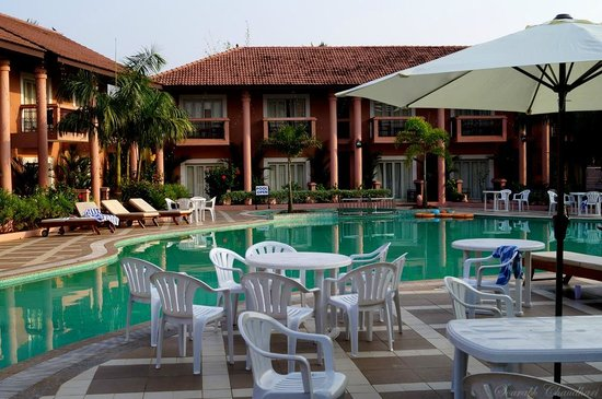 The Golden Crown Hotel & Spa Colva: Morning view of the pool