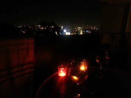 Hollywood Hills Hotel: Utsikten på kvällen