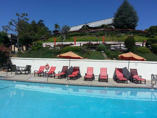 Hollywood Hills Hotel: Poolen och Loungen till Yamashiro