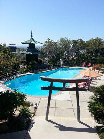 Hollywood Hills Hotel: Magiskt poolområde!