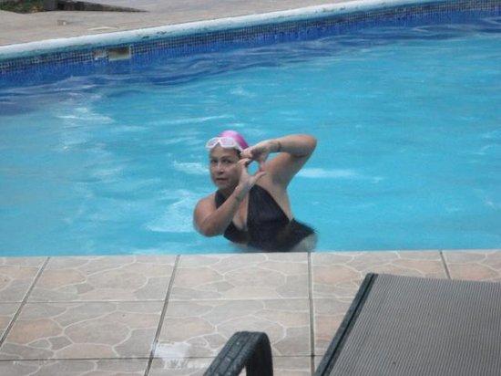 Hotel Lavas del Arenal : en la piscina.